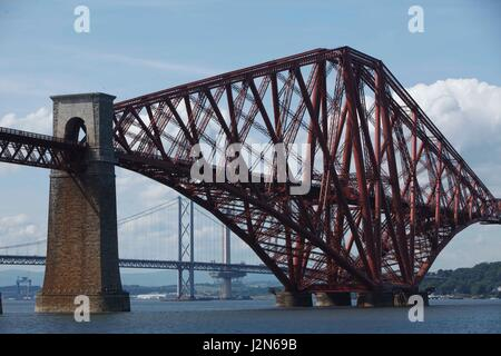 Photographer Ian Georgeson, 07921 567360 The Forth Rail Bridge Viewed from South Queensferry. - Stock Photo