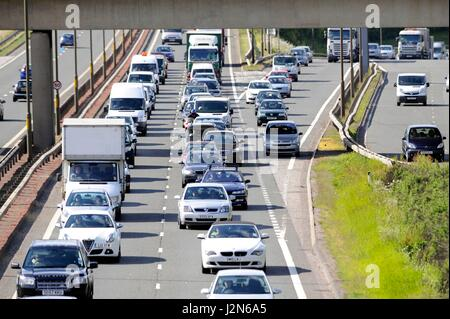 Photographer Ian Georgeson, 07921 567360 Traffic congestion on the City Bypass as seen from the bridge on the round - Stock Photo