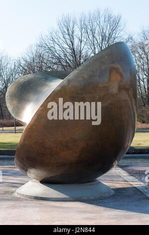 Bronzeskulptur von Henry Moore 'Large Divided Oval: Butterfly', at Haus der Kulturen der Welt / bronze sculpture - Stock Photo