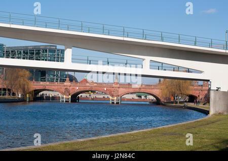 Spreebrücken am Kanzleramt Berlin: Moltkebrücke, Kanzlersteg - Stock Photo