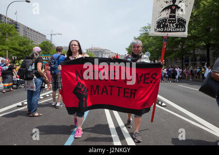 Washington, DC, USA, 29th Apr. 2017:  Thousands of Indigenous Americans, environmentalists, scientists, immigrants, - Stock Photo