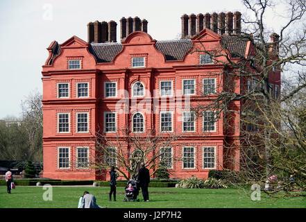 The dutch house kew gardens london england the first for Royal dutch gardens