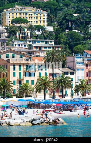 beach and hotels in santa margherita ligure on the italian riviera - Stock Photo