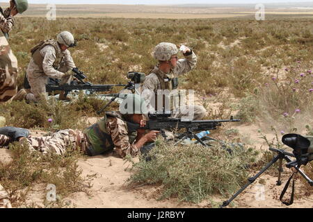 TIFNIT, Morocco - U.S. Marines instruct their counterparts from the Royal Moroccan Armed Forces on proper weapons - Stock Photo
