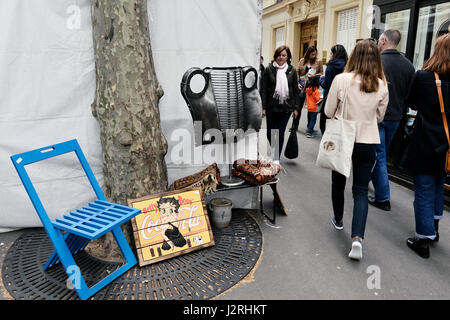 Secondhand trade in avenue de Trudaine, Paris 9th, France - Stock Photo