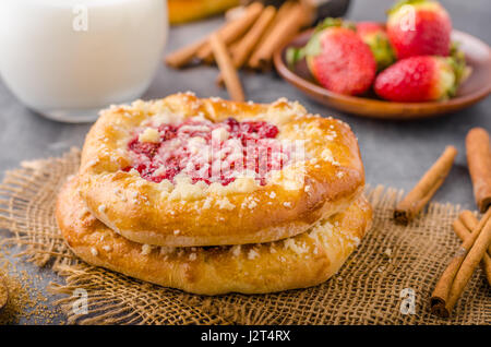 Crubmle mini pie with berries, delish czech old style food - Stock Photo