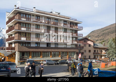 Tourists in front of a hotel in Sauze d'Oulx ski resort, Turin, Piedmont, Italy - Stock Photo