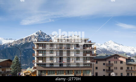 A hotel with a mountainous backdrop, Sauze d'Oulx ski resort, Turin, Piedmont, Italy - Stock Photo