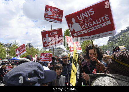 Paris, France. 1st May, 2017. Demonstration in Paris to protest the presence of Marine Le Pen and Emmanuel Macron in the second round of the french presidential election. Credit: LE PICTORIUM/Alamy Live News Stock Photo