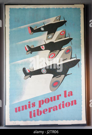 Unis pour la Liberation: A second world war propaganda poster showing an RAF, an american air force and a free french - Stock Photo