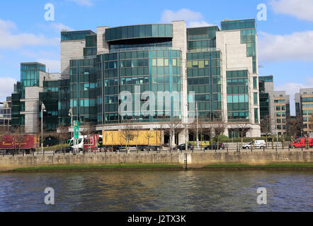 IFSC House, International Financial Services Centre, Custom House Quay, Dublin, Ireland, architects Burke-Kennedy - Stock Photo