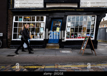Sir John Boys House (also known as Crooked House, King's Gallery, or Old Kings Shop) is a skewed 17th century half - Stock Photo