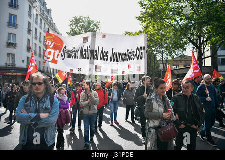 Paris, France. 1st May, 2017. People attend an annual march for International Labor Day in Paris, capital of France, on May 1, 2017. Credit: Chen Yichen/Xinhua/Alamy Live News Stock Photo
