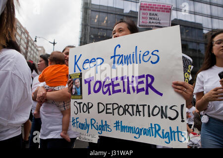 Washington, DC, USA. 1st May, 2017. A large number of immigrants and supporters, led by CASA in Action, rallied - Stock Photo
