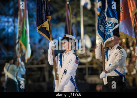 Jerusalem, Israel. 01st May, 2017. Israeli soldiers and officers perform drills during the central ceremony celebrating - Stock Photo