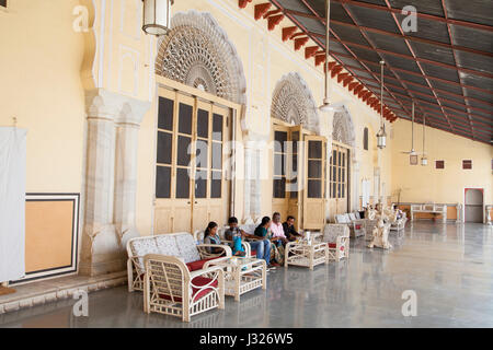 Tourists enjoying a cup of tea at the Chandra Mahal, the main building of the City Palace in Jaipur, Rajasthan. - Stock Photo