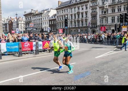 Edneusa de Jesus Santos Dorta at the London Marathon 2017 - Stock Photo
