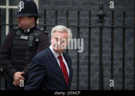 Downing Street, London, UK. 3rd May, 2017. Brexit Minister David Davis leaves 10 Downing Street on the day the PM - Stock Photo