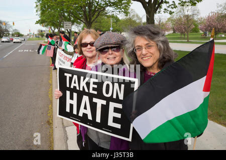 Dearborn, Michigan, USA. 3rd May, 2017. Members of Jewish Voice for Peace join with American Muslims for Palestine - Stock Photo