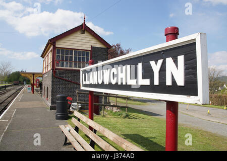 Station platform and sign at the Bala Lake Railway at Llanuwchllyn station a narrow gauge steam train heritage line - Stock Photo