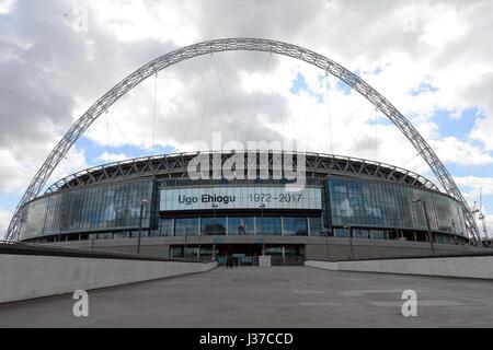 WEMBLEY STADIUM PAY TRIBUTE TO CHELSEA V TOTTENHAM HOTSPUR WEMBLEY STADIUM LONDON ENGLAND 22 April 2017 - Stock Photo