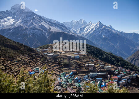 Sitting in a natural amphitheatre 3500m above sea level, surrounded by snowcapped, Himalayan mountains, Namche Bazaar - Stock Photo