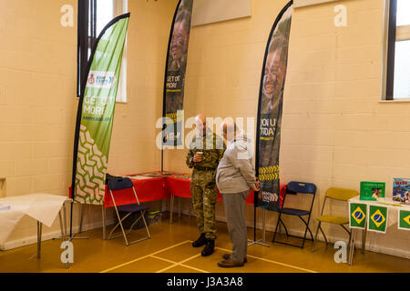 Event inaugurating a new facility at the local community centre, Coley Park, Reading, UK - Stock Photo
