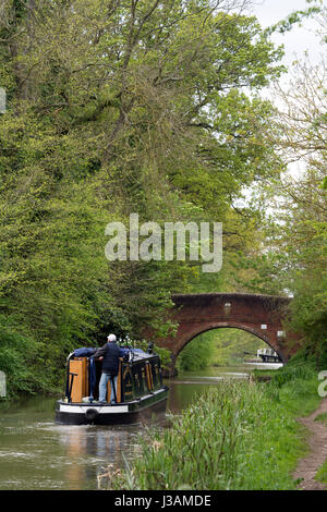 A narrowboat on the Grand Union Canal at Newton Harcourt, Leicestershire, England, UK - Stock Photo