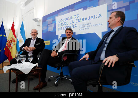 Argentina's former Public Treasury and Finance Minister Alfonso Prat-Gay (C), Spain's Ambassador to Argentina Estanislao - Stock Photo
