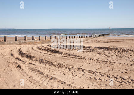 Portobello beach, Edinburgh, UK. 5th May, 2017. Portobello beach on a lovely sunny day in Edinburgh, Scotland. Weather: - Stock Photo