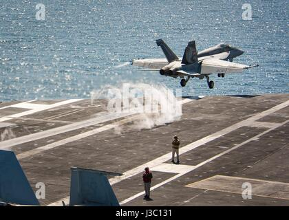 A U.S. Navy F/A-18E Super Hornet fighter from the Kestrels of Strike Fighter Squadron 137 takes off from the flight - Stock Photo