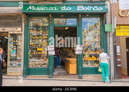 Shop Porto Portugal, a traditional shop selling groceries in the Bolhao district of Porto. - Stock Photo