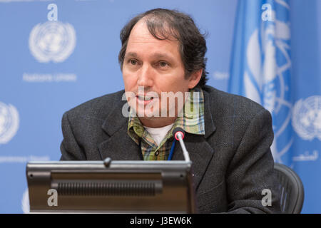 New York, USA. 4th May, 2017. Brian Keane, Rapporteur of the 16th session of the UN Permanent Forum on Indigenous - Stock Photo