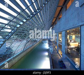 Entrance area under steel canopy with pool towards dusk. The Pool Studio of Matharoo Associates, Ahmedabad, India. - Stock Photo