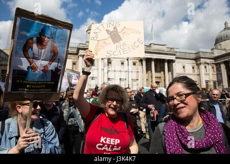 London, UK. 22nd April, 2017. Scientists on the March for Science in Trafalgar Square on Earth Day. - Stock Photo