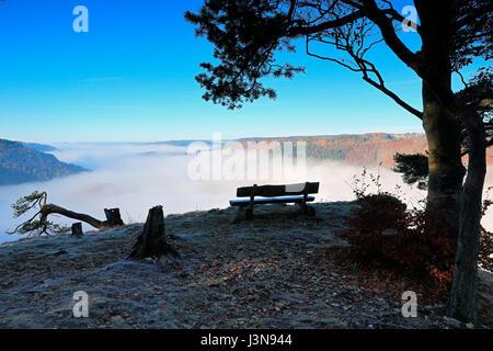 Sitzbank, Aussichtpunkt, Donautal, Naturpark Obere Donau, Baden-Wuerttemberg, Deutschland