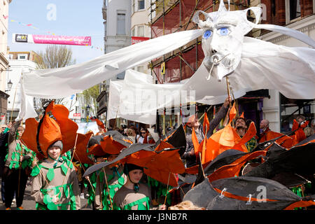 Brighton, UK. 6th May, 2017: Each year the first day of the Brighton Festival opens with the colourful Childrens' Parade through the streets of the city centre. Primary and Junior schools from throughout the city take part in a parade of music and costume, this year the theme was 'Poetry in Motion' reflecting Kate Tempest being the 2017 festival curator. Credit:  Scott Hortop/Alamy Live News