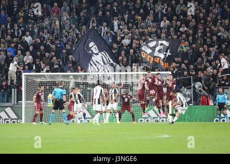 Turin, Italy. 6th May, 2017. Paulo Dybala (Juventus FC) in action during the Serie A football match between Juventus - Stock Photo