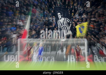 Turin, Italy. 6th May, 2017. The Juventus fans' banner reminds Gaetano Scirea, the historic captain of the Bianconeri - Stock Photo