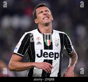 Turin, Italy. 6th May, 2017. Mario Mandzukic of Juventus reacts during the Italian Serie A soccer league match between - Stock Photo