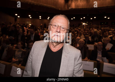 Berlin, Germany. 7th May, 2017. Artistic director Frank Castorf arrives for the award ceremony of the Theatre Award - Stock Photo