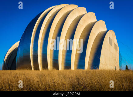 The Kauffman Center for the Performing Arts is a performing arts center in downtown Kansas City, Missouri, USA, - Stock Photo