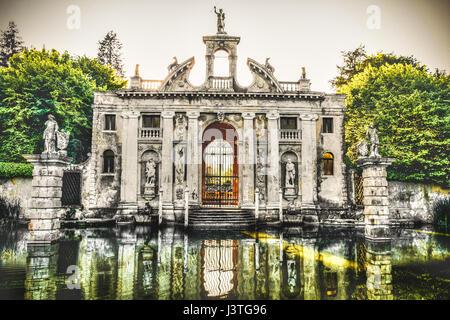 Valsanzibio italian garden gate and water pond, entrance of Villa Barbarigo - Stock Photo