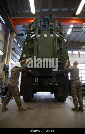 U.S. Marine Corps Pfc. Giles Bailey, left, a Heavy Equipment Operator, and Cpl. Billy Garrett, a Motor Transport - Stock Photo