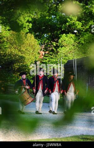 USA Virginia VA Colonial Williamsburg historical interpreters play military encampment - Stock Photo