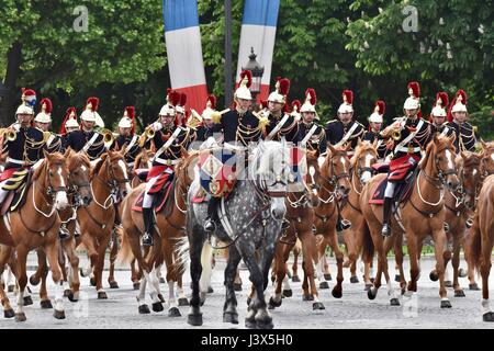 Paris, France. 8th May, 2017. Members of French military troops of honor attend the ceremony marking the 72nd anniversary - Stock Photo