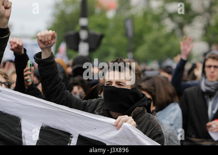 Paris, France. 8th May, 2017. Masked protesters have joined the march. Thousands of left wing protesters marched - Stock Photo
