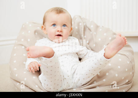 A baby in a beanbag chair Stock Photo: 278967731 - Alamy