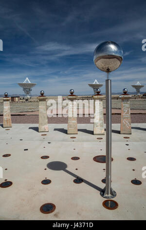 Datil, New Mexico - The Bracewell Sundial at the Very Large Array radio telescope in western New Mexico. The VLA, - Stock Photo