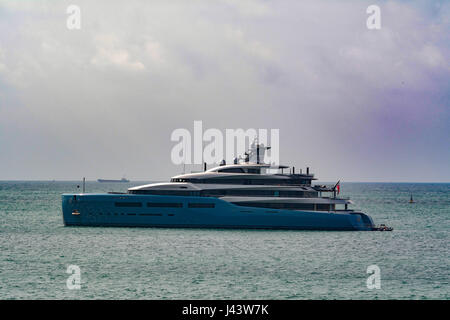 Flushing, Cornwall, UK. 9th May 2017. The super yacht Aviva is moored off Falmouth today. Owned by the billionaire - Stock Photo